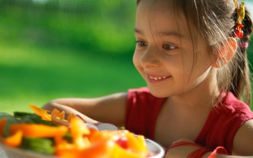 the parents should teach children of good eating habits We can't promise these tips will convert your picky eater into a fruit and vegetable fan, but they should make good food choices more attractive for everyone.