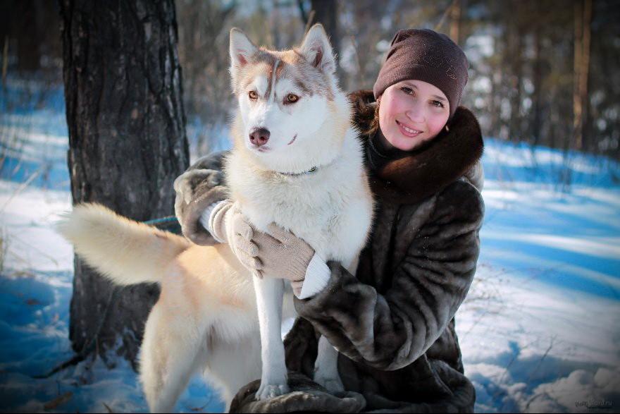 девушка с собакой хаски