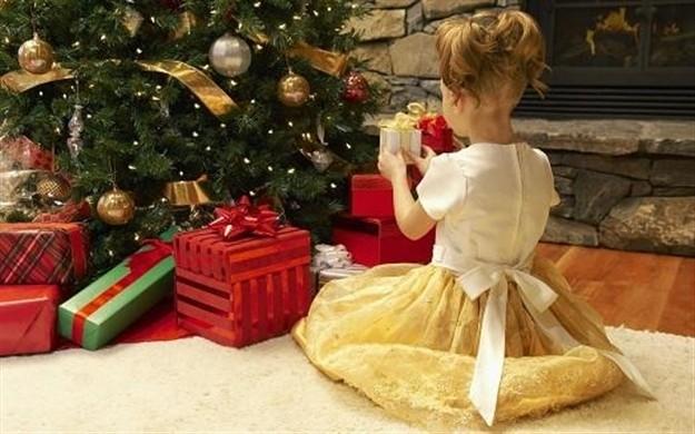 Игрушки на новый год дарить
