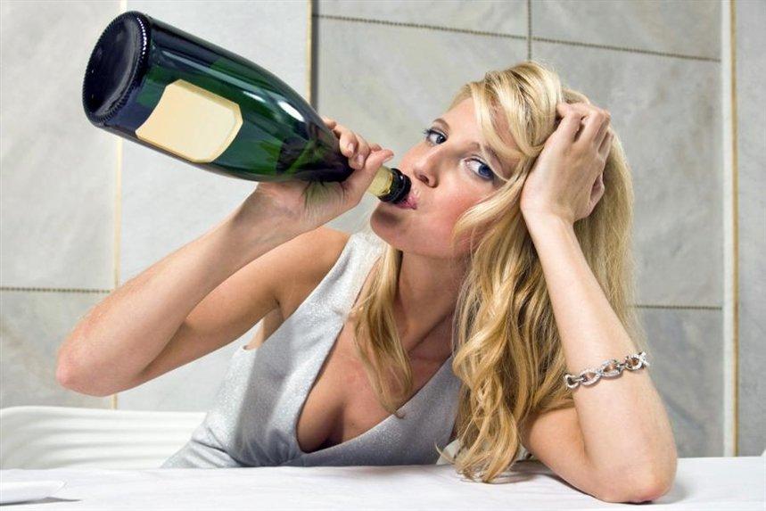 Волка, смешные картинки девушек с бутылкой
