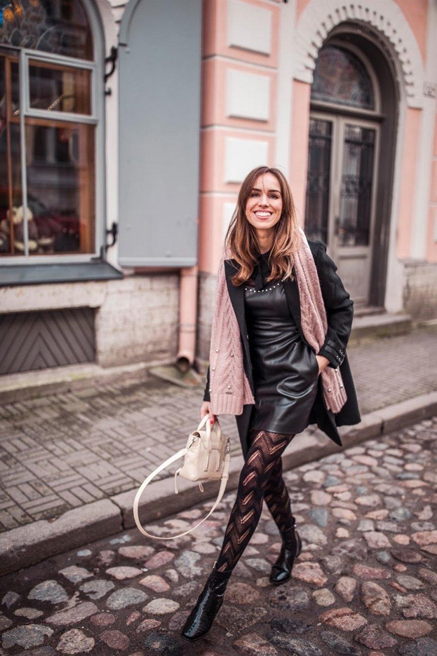 pattern black tights with black dress - 736×1104