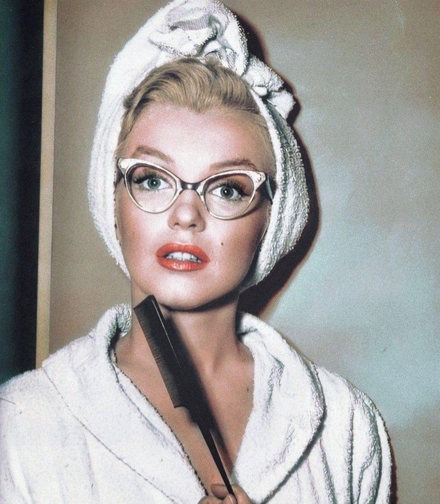Мэрилин в очках