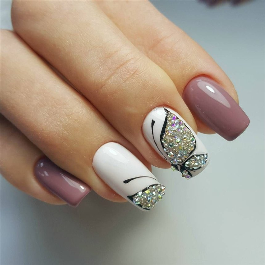 Картинка на нескольких ногтях