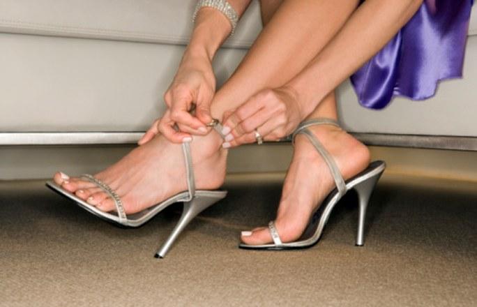 Видаляємо мозолі в домашніх умовахготуємо шкіру ніг до літнього взуття 251b42e6f53c2