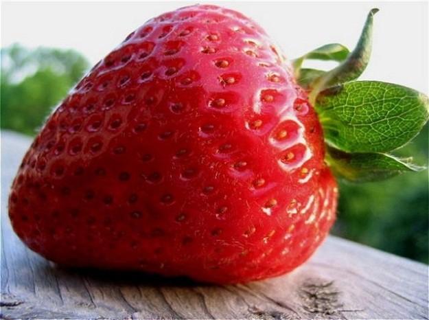 Клубника-кладезь витамин для кожи