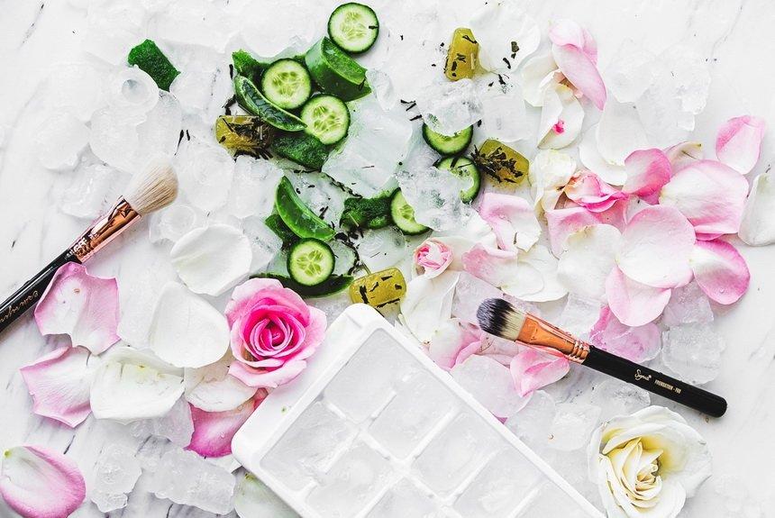 Лед с лепестками роз