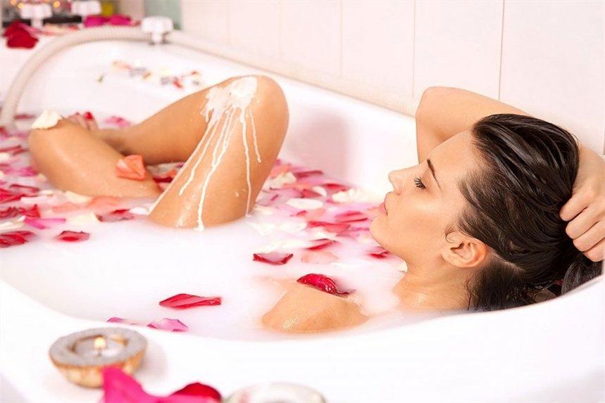 ванна с розами