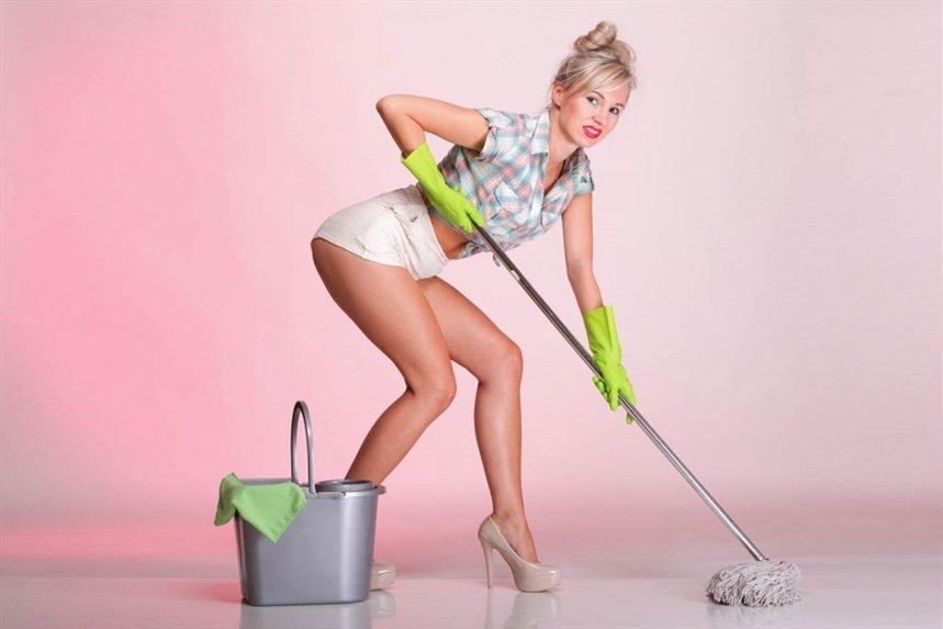 видео уборщица моет полы нашем сайте