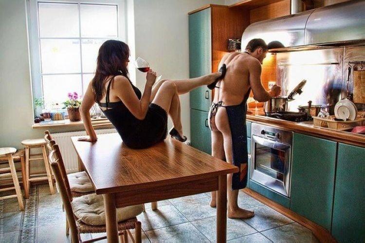 Картинки парень и девушка на кухне фото 595-664