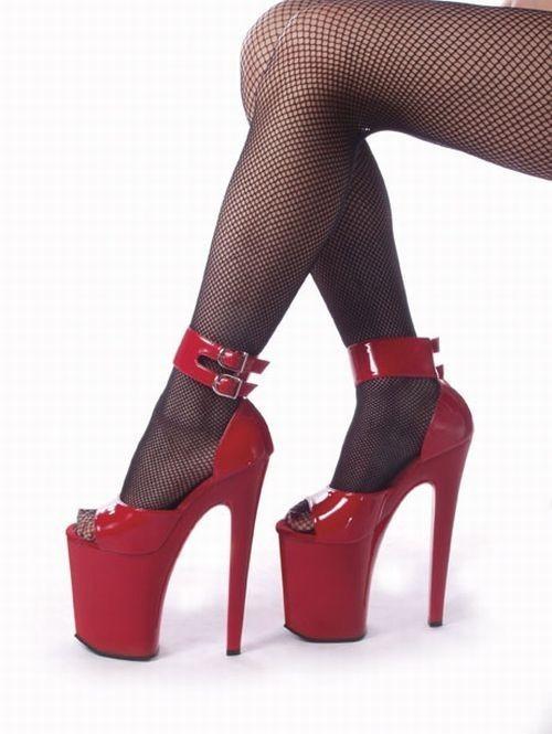 Женщина в туфлях на высоком каблуке
