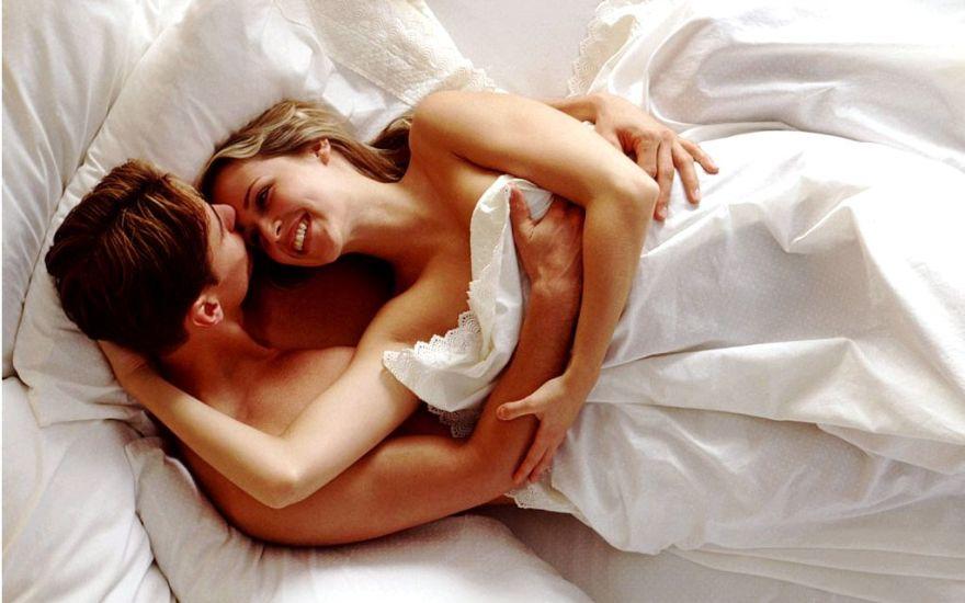 nezhnie-seks-posteli