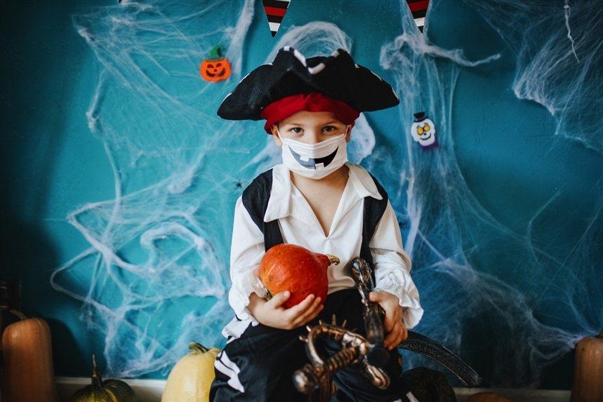 Безопасно ли отмечать Хэллоуин во время коронавируса