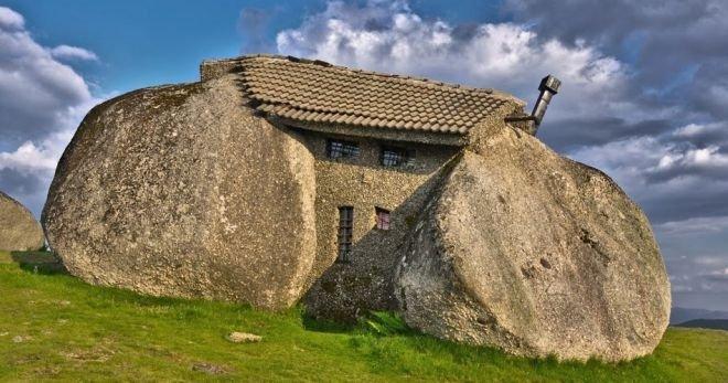 kamenniy_dom