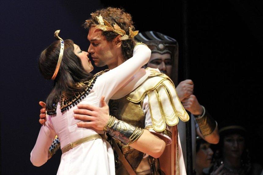 Kleopatra_i_Cezar