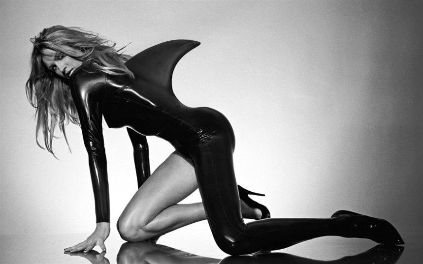 Женщина-акула